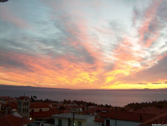Sunrise from Kassandra / Kriopigi to Sithonia, today Thursday 31 st Sep.