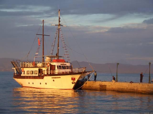 Pefkohori_-_boat1