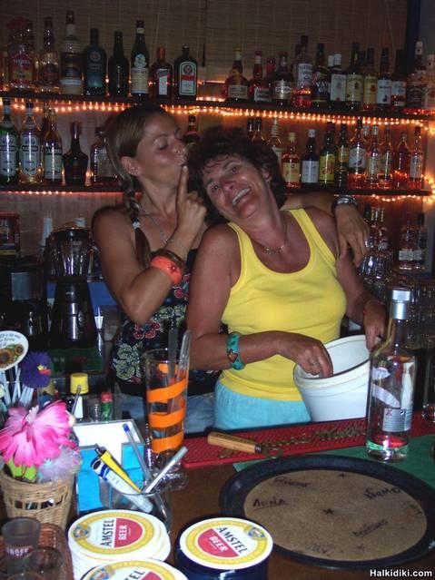 Vassiliki_and_Ruth_having_a_girlie_moment