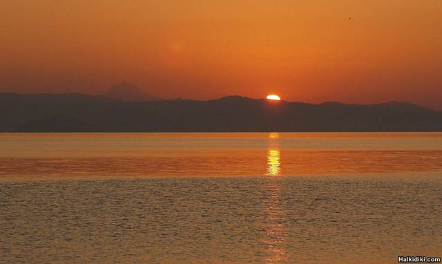 Mount_Athos_at_sunrise_from_the_Nemo_Polichrono
