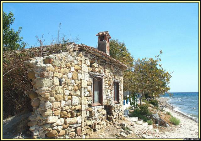 Old_house_Kassandra_by_sea